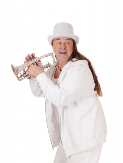 A trumpet player in a white outfit and cylinder, looking back