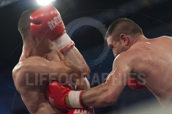 Athlete fight at the WBO middle weight