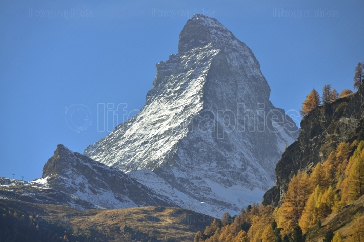 Autumn scene in zermatt with matterhorn mountain