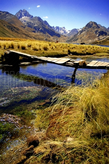 Bridge on Laguna Querococha