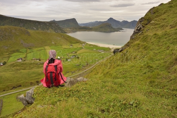 Girl relaxing at hauklandstranda, island of moskenes?ya on the lofoten archipelago, norway