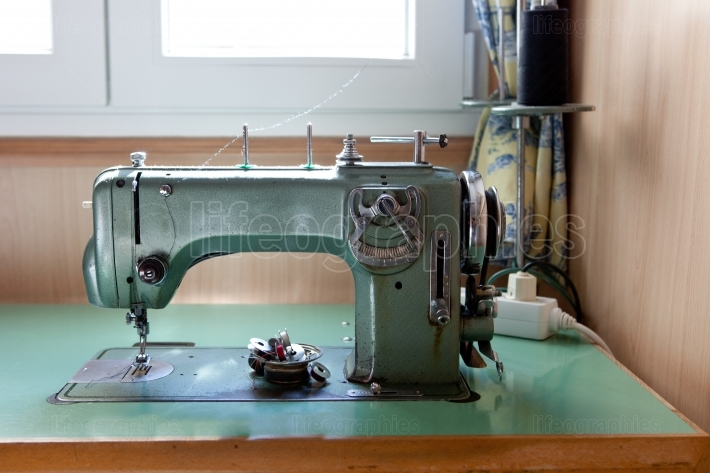 Green electrical sewing machine