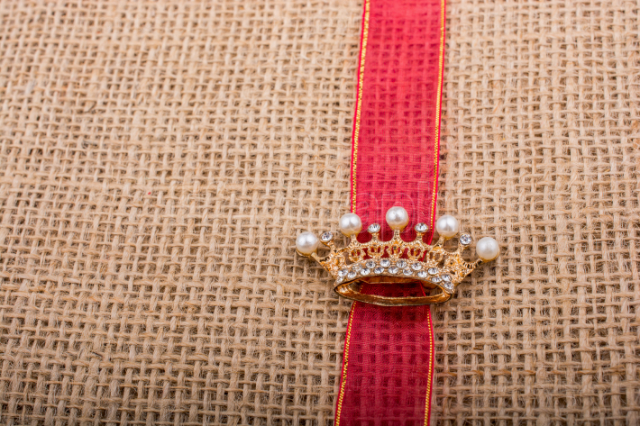 Model crown placed on a band on canvas