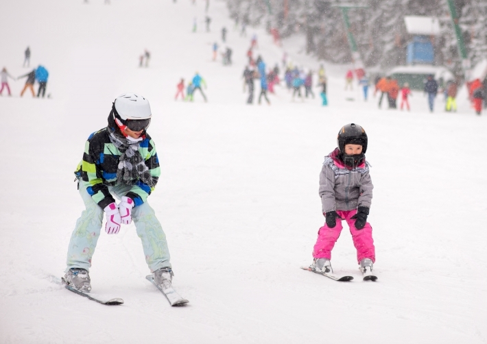 Mother and her daughter skiing