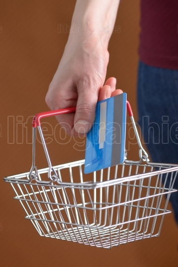 Online shopping with shopping basket