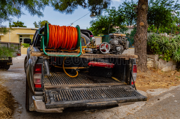 Pickup arranged in an irrigation truck