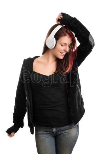 Portrait of a casually dressed young girl listening to music