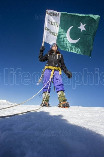 Samina Baig with expedition team on top of Chashkin Sar peak 6.400m