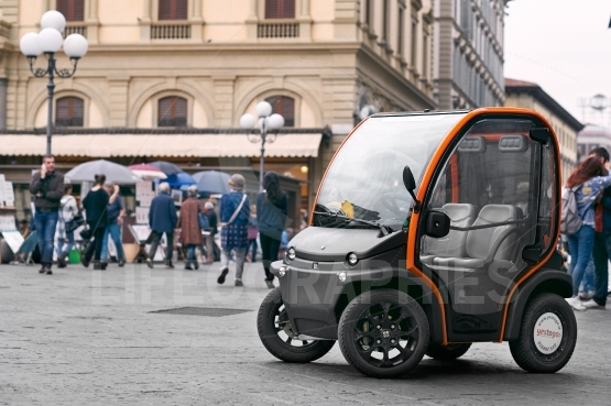 The first electric car to rent in Florence