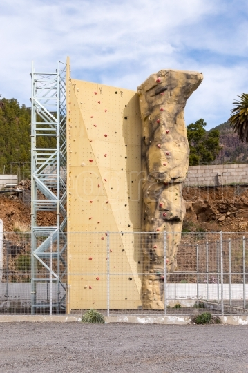 Training structure for climbing on a parking lot of the island o