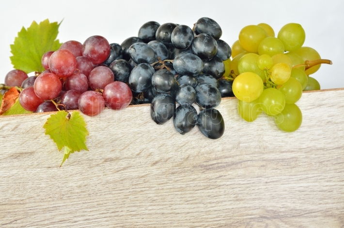 Various types of grapes