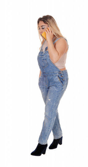 Young woman in working jeans talking on the phone